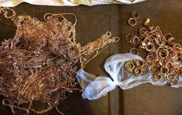 Затримано підозрюваних у пограбуванні ювелірного магазину в Кривому Розі