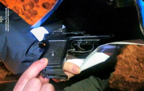 В Запорожье полиция устроила погоню за вооруженными парнями на авто