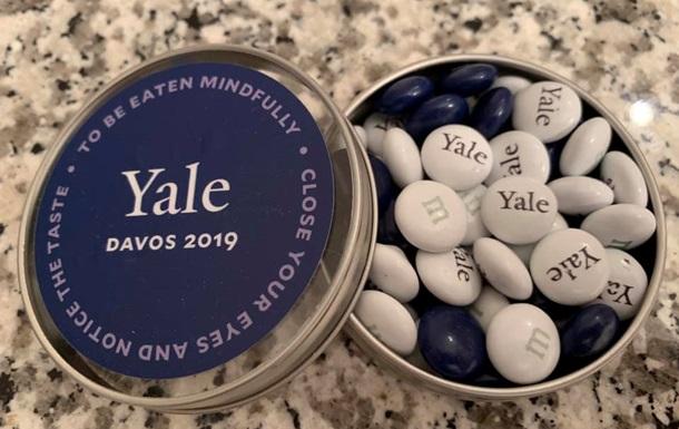 Теперь конфеты. Кандидат в президенты отметился новым  подвигом  в Давосе