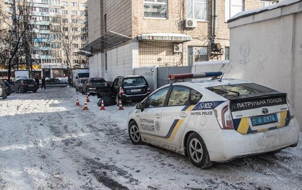 В Киеве авто с умершим водителем врезалось в стену