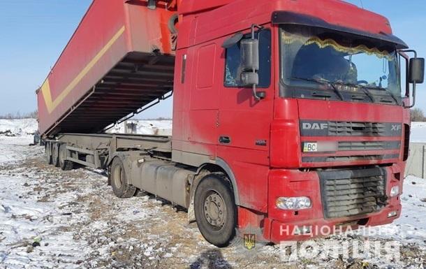 У Київській області спіймали фури зі львівським сміттям