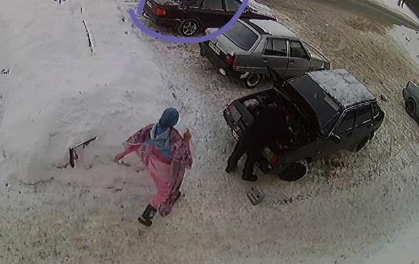В Харькове женщина сбежали из салона с красой на волосах