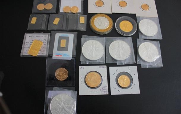 Американець намагався ввезти в Україну колекцію золота і срібла