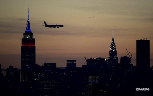 В США начали закрывать аэропорты из-за  шатдауна