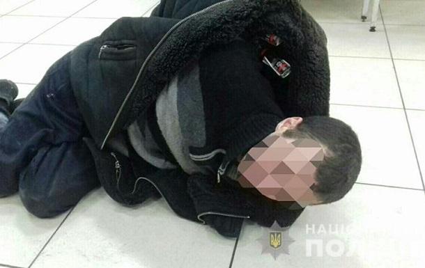 Под Киевом мужчина заночевал в супермаркете, чтобы поесть