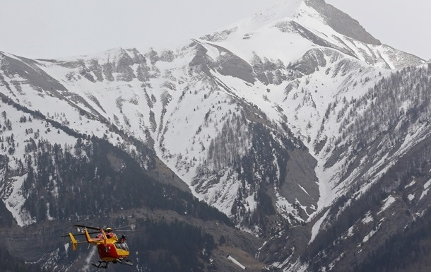 ВИталии столкнулись туристический самолет ивертолет, погибших уже пятеро