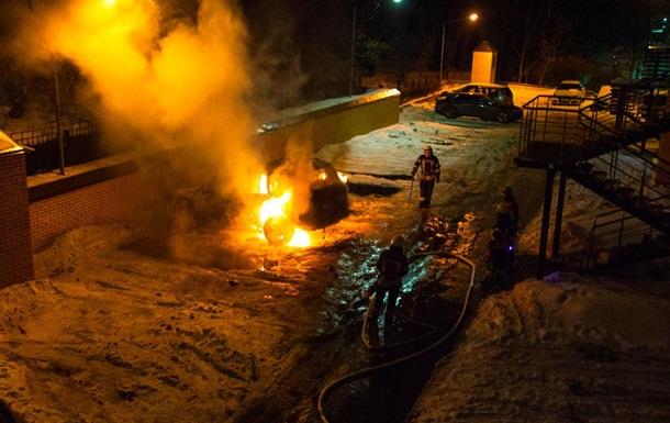Ночью в Киеве сгорел элитный внедорожник