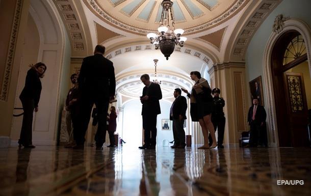 Госслужащих США просят вернуться к работе