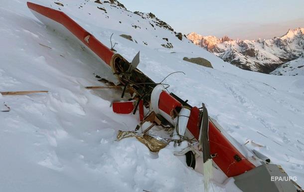 Столкновение вертолета и самолета в Альпах: число жертв выросло до семи