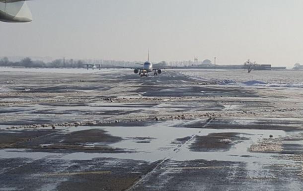 Из-за снега в Одессе проблемы в аэропорту