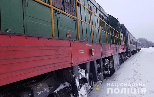 В Полтавской области поезд протаранил легковушку, есть жертвы