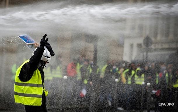 За время протестов  желтых жилетов  погибли 11 человек