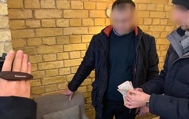 В Киеве на взятке задержали чиновника Укрзализныци