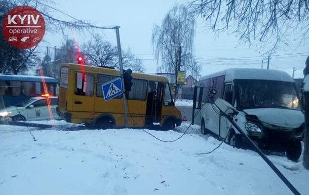 В Киевской области столкнулись маршрутки