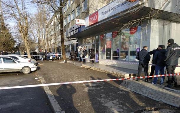 В Николаеве у здания суда расстреляли двух человек