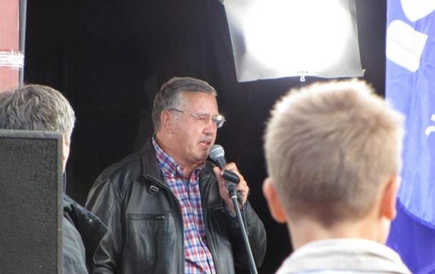 Кандидат в президенты извинился перед сыном Луценко
