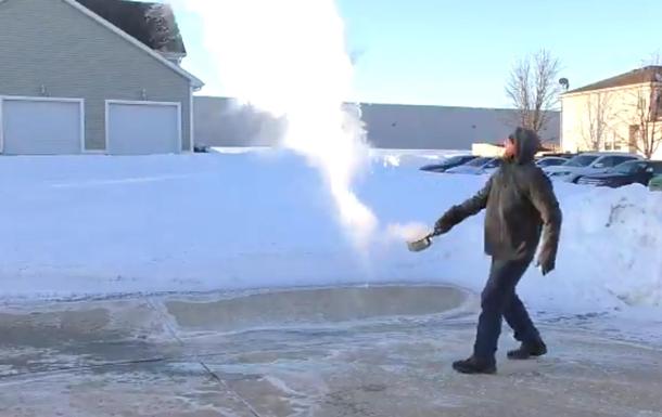 В США лютые морозы превращают кипяток в снег