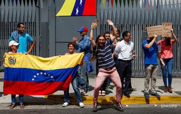Гроші і зброя. Як йде боротьба за Венесуелу
