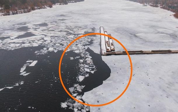 В Киеве рыбак и полицейские провалились под лед