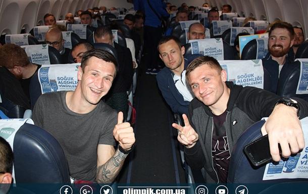 В Киеве не смог сесть самолет с украинскими футболистами