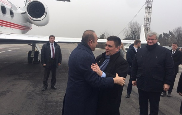 Глава МИД Турции прибыл в Украину