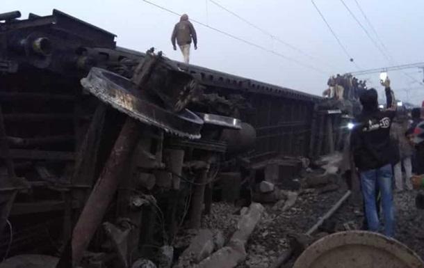 В Індії на повній швидкості перекинувся пасажирський поїзд