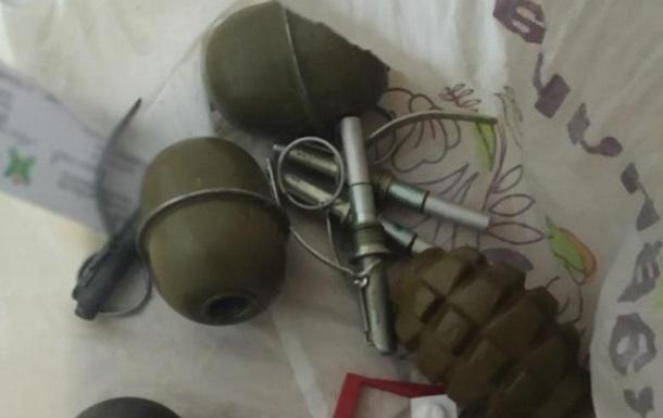 В Киеве пьяный мужчина пытался продать гранаты