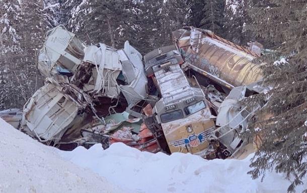 Поезд сошел с рельсов в Канаде: есть жертвы