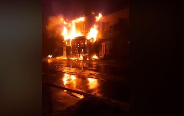 Під Києвом через пожежу в магазині вигоріли 12 квартир