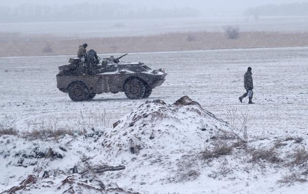 На Донбассе за день шесть обстрелов, ранен боец