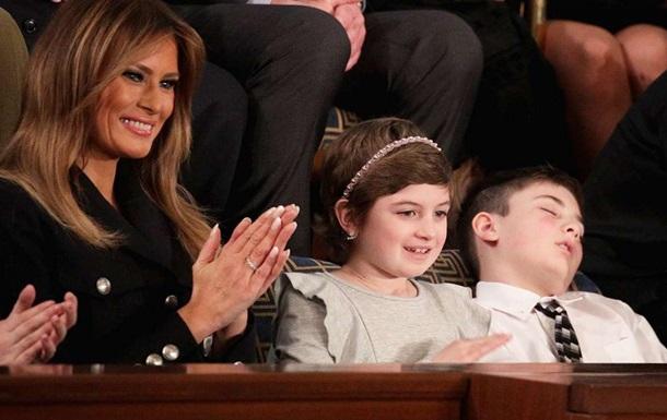 Приглашенный Трампом школьник уснул во время выступления президента
