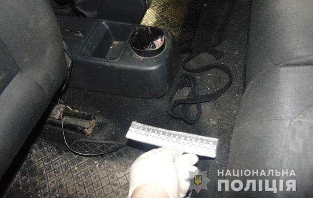 В Киеве трое мужчин пытались задушить таксиста