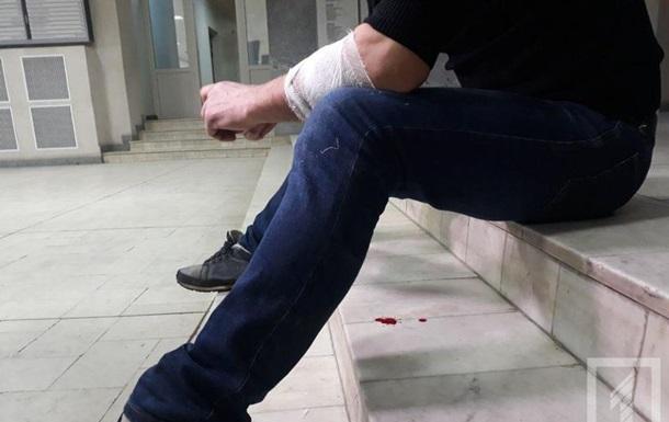 В Кривом Роге мужчина порезал себе вены в мэрии