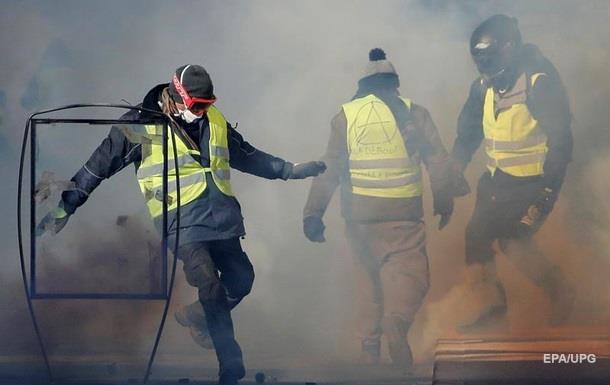 Против  желтых жилетов . Франция ужесточает законы