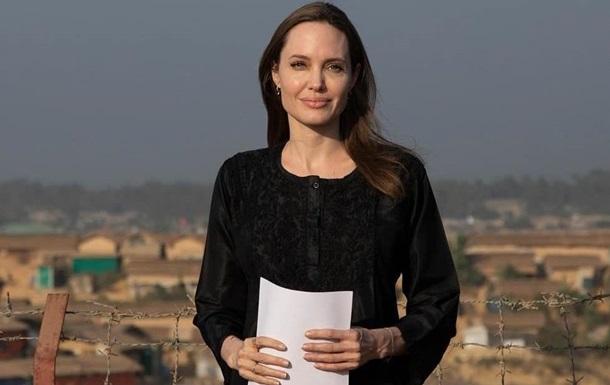 Нездоровая худоба Джоли напугала ее фанатов
