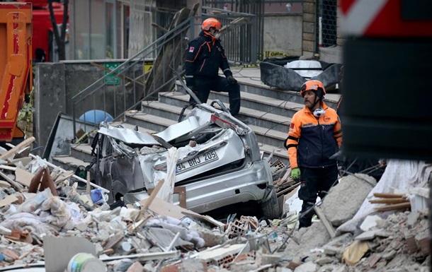 Обрушение дома в Стамбуле: число жертв выросло до шести