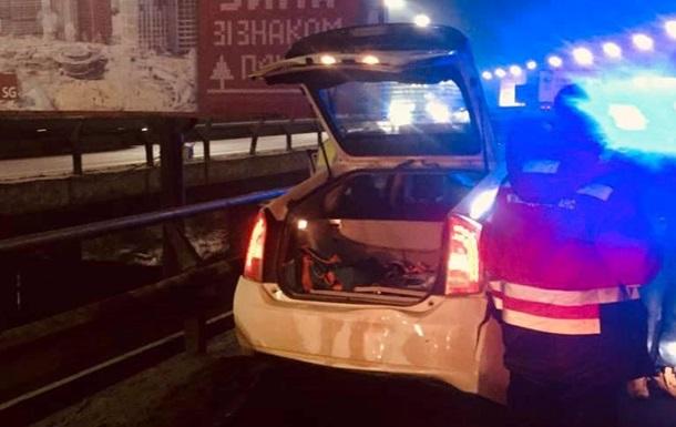 В Киеве пьяный чиновник совершил ДТП и травмировал патрульную