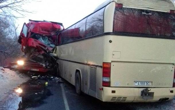 В Черниговской области автобус Тирасполь-Москва столкнулся с фурой