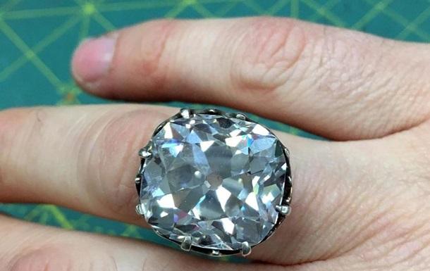 Англичанка продала дешевое кольцо за 740 тыс. фунтов