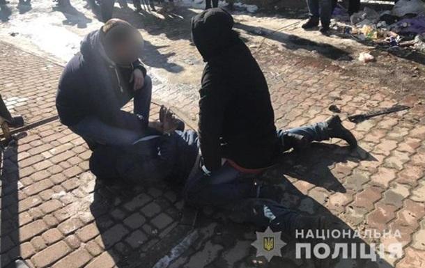 На Прикарпатті затримали особу, що стріляла по офісу радіостанції