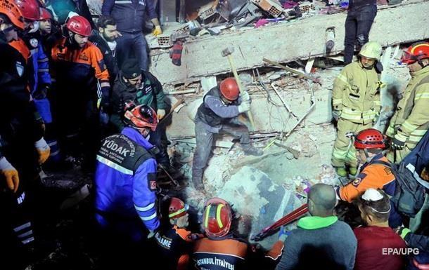 Обрушение дома в Стамбуле: число жертв растет