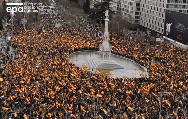 В Мадриде многотысячный митинг против диалога с Каталонией