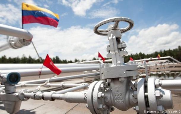 Венесуела переводить рахунки нафтових компаній у російський банк - ЗМІ