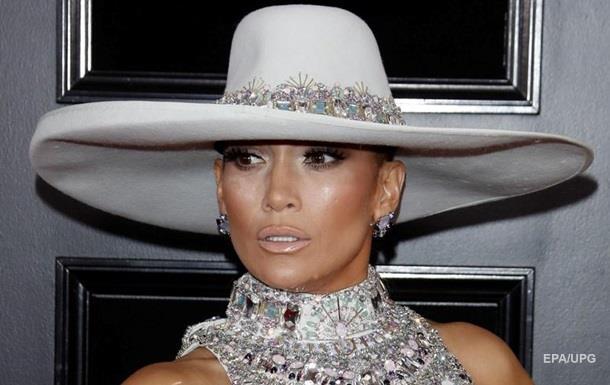 Платье Дженнифер Лопес на церемонии Грэмми назвали одним из худших