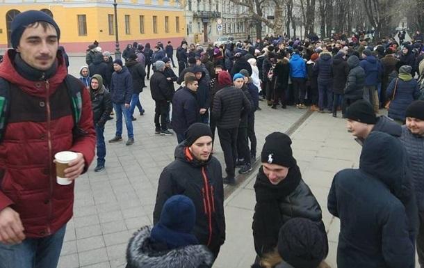Пранкер зібрав сотні людей на платні мітинги за фейкового кандидата - ЗМІ