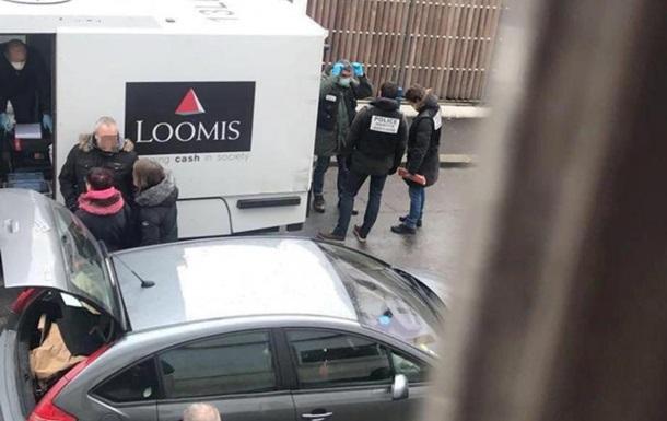 Под Парижем водитель-инкассатор исчез с миллионом евро