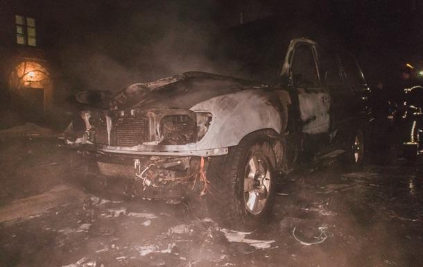 В Киеве сгорел автомобиль депутата горсовета