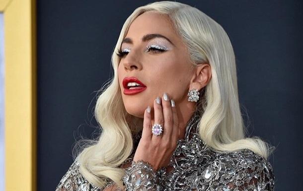 Гага  забыла надеть платье , выйдя в свет в белье