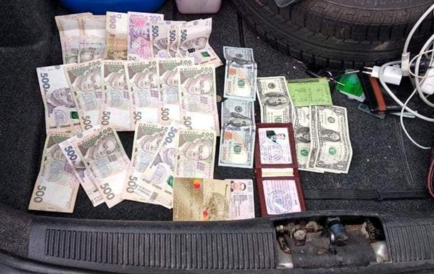 Офіцера Нацгвардії спіймали на хабарі в $500