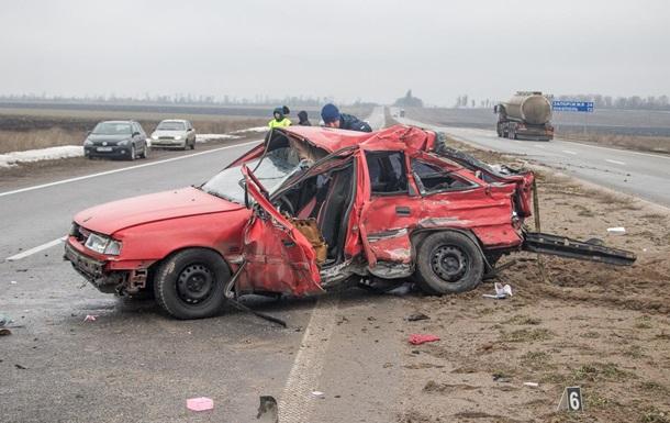 В Днепропетровской области грузовик протаранил легковушку, есть жертвы